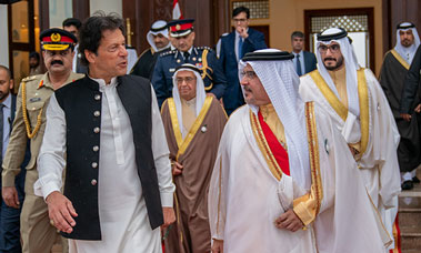 HRH the Crown Prince bids farewell to the Prime Minister of the Islamic Republic of Pakistan