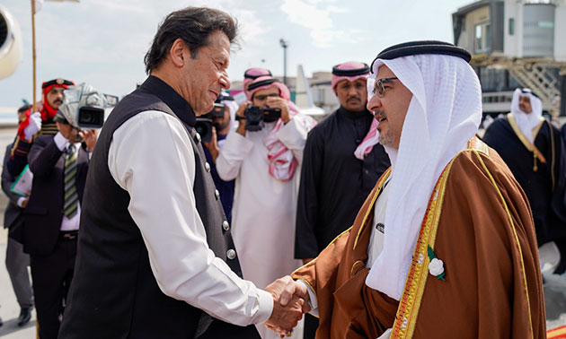 HRH Crown Prince welcomes Pakistani Premier